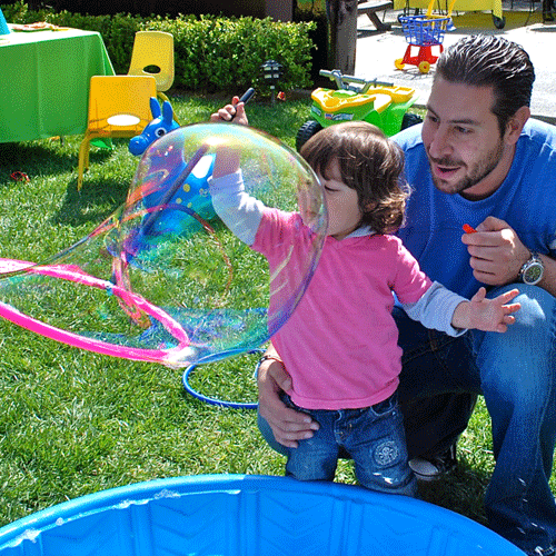 best-bubble-parties-outside-making-bubbles-500-x-500.png